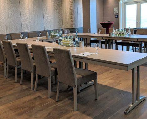 Hotel-Schmachtendorf-Tagungsraum-mit-Tageslicht